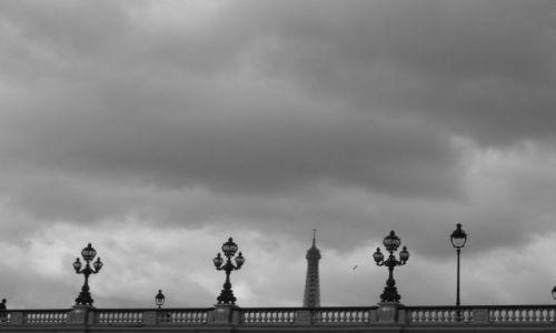 Zdjecie FRANCJA / Paryż / Gdzieś nad Sekwaną / Tour Eiffel