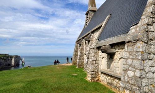 Zdjęcie FRANCJA / Normandia / Etretat / Kościółek na klifach