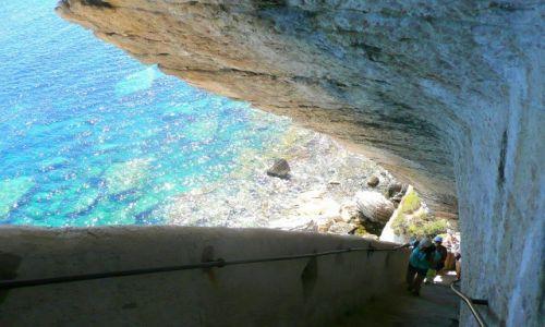 Zdjecie FRANCJA / Korsyka / Bonifaccio / schody do morza