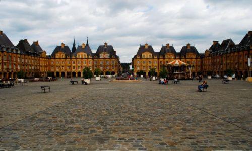 Zdjecie FRANCJA / Szampania / Charleville Mezieres / La Place Ducale