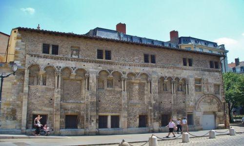 FRANCJA / Rhon / Lyon / Katedra, szkoła churowa z XI w.