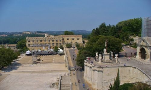 FRANCJA / Prowansja / Avignon / Avignon, widok na mały pałac, muzeum sztuki