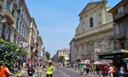 Zdjęcie FRANCJA / Prowansja / Avignon / Avignon, główna ulica miasta