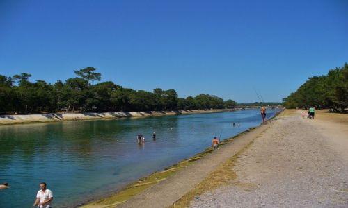 FRANCJA / Landes / Hossegor / Hossegor, kanał łączący jezioro z oceanem