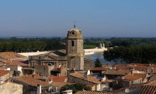 Zdjęcie FRANCJA / Prowansja / Arles / Arles, nad dachami miasta