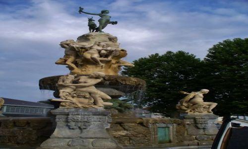 FRANCJA / Haute-Pyrenees / Tarbes / Tarbes Fontanna