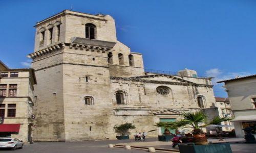 Zdjęcie FRANCJA /  Langwedocja-Roussillon / Nimes / Nimes, fasada katedry