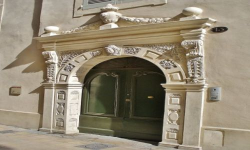 FRANCJA / Langwedocja-Roussillon / Nimes / Nimes, portal