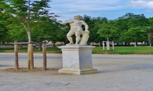 FRANCJA / Langwedocja-Roussillon / Nimes / Nimes, park