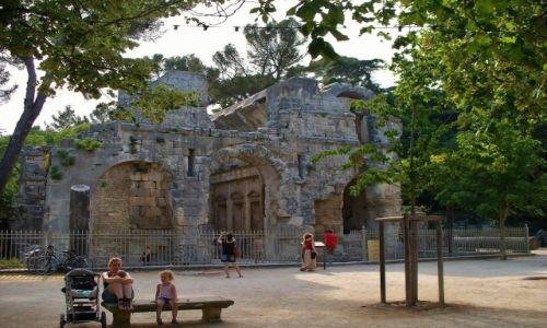 Zdjęcie FRANCJA / Langwedocja-Roussillon / Nimes / Nimes, ruiny świątyni Diany