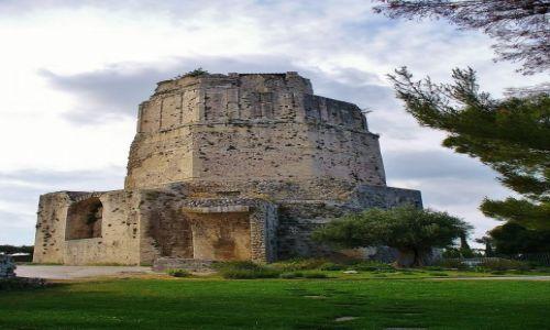 Zdjęcie FRANCJA / Langwedocja-Roussillon / Nimes / Nimes, ruiny starożytnej wieży wartowniczej