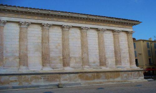 FRANCJA / Langwedocja-Roussillon / Nimes / Nimes, La Maison Carrée