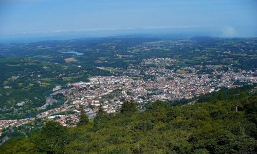 FRANCJA / Haute Pyrenees / Lourdes / Lourdes, widok z Pic de Jer