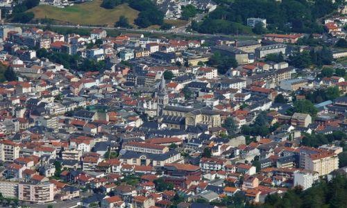 FRANCJA / Haute Pyrenees / Lourdes / Lourdes, widok z Pic de Jer na kościół parafialny