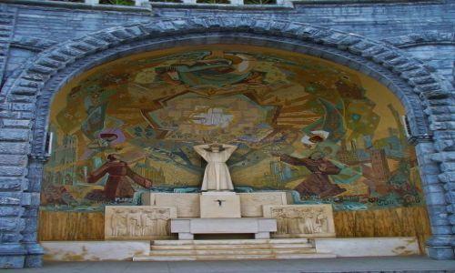 FRANCJA / Haute Pyrenees / Lourdes / Lourdes, kaplica franciszkańska