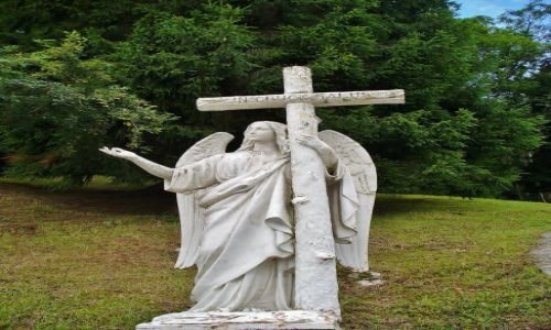 FRANCJA / Haute Pyrenees / Lourdes / Lourdes, droga krzyżowa- anioł