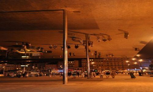 Zdjecie FRANCJA / - / Marsylia / Prosty pomysł, świetny efekt- przystań w Marsylii