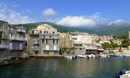 Zdjecie FRANCJA / Korsyka / Erbalunga / malutka marina w mieście artystów- Erbalunga