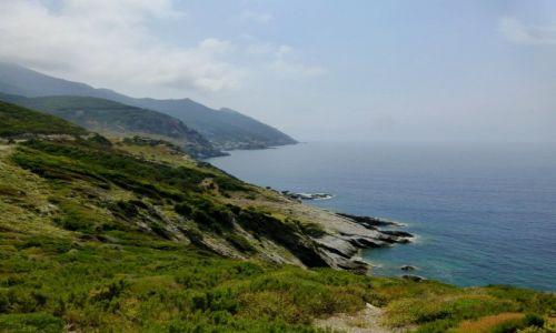 Zdjęcie FRANCJA / Korsyka / zachodnie wybrzeże / strome brzegi