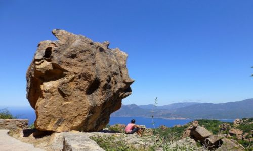 Zdjecie FRANCJA / Korsyka / zachodnie wybrzeże Korsyki / niezbyt bezpieczne miejsce na zadume i podziwianie