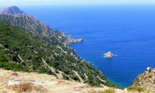 Zdjecie FRANCJA / Korsyka / okolice Porto / strome brzegi