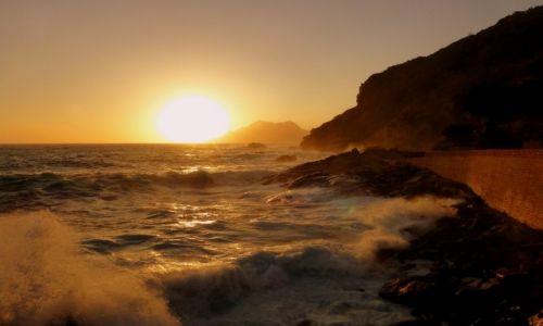 Zdjecie FRANCJA / Korsyka /  Porto / zachód słońca w porcie w Porto..