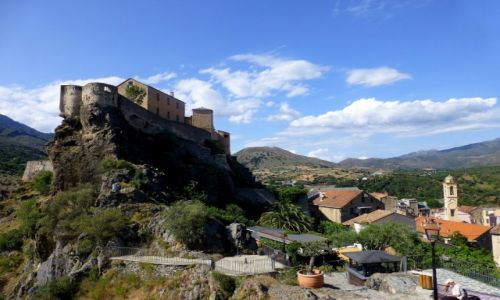 Zdjecie FRANCJA / Korsyka / Corte / twierdza górująca nad miasteczkiem Corte