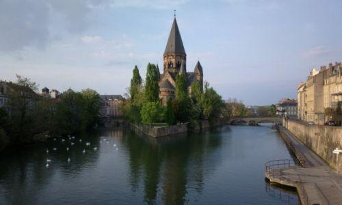 Zdjecie FRANCJA / - / Metz / Kościół na wysepce