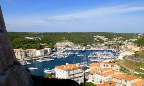 Zdjecie FRANCJA / Korsyka / Bonifacio / widok z twierdzy na marinę
