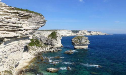 Zdjecie FRANCJA / Korsyka / Bonifacio / widok na klify Bonifacio