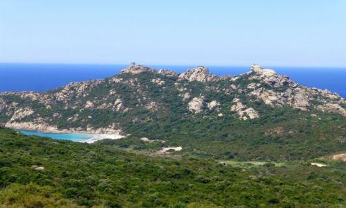 Zdjecie FRANCJA / Korsyka / nad Golfe de Roccapina / widok na zatoczkę u stóp