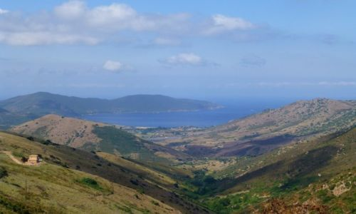Zdj�cie FRANCJA / Korsyka / w drodze do Ajaccio / kolorowe g�ry