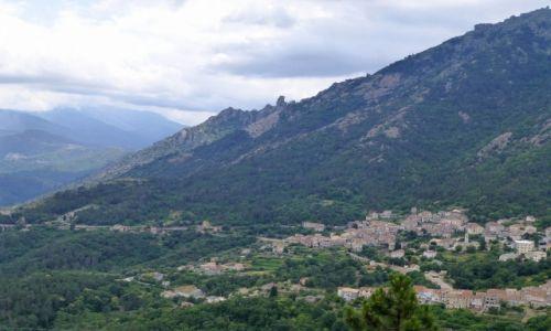 Zdjęcie FRANCJA / Korsyka / w głębi wyspy / małe wioski wśród gór
