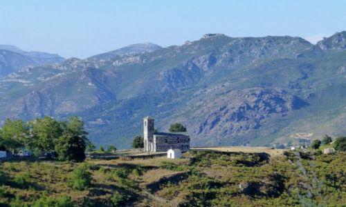Zdjęcie FRANCJA / Korsyka / w drodze do Murato / widoczny z oddali cel podróży