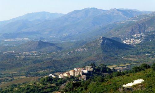 Zdjęcie FRANCJA / Korsyka / w drodze z Murato do Bastii / wioski  wśród gór