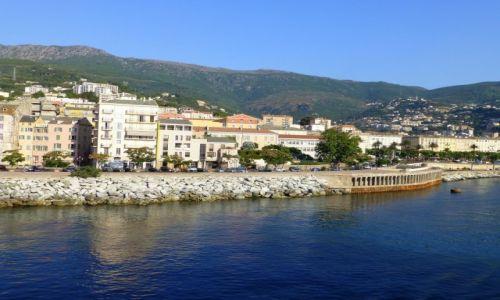 Zdjęcie FRANCJA / Korsyka / Bastia / wiok na Bastię z promu