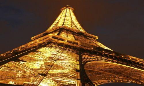 Zdjecie FRANCJA / Paryż / wieża Eiffla / złotem świecąca