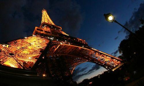 Zdjecie FRANCJA / Paryż / wieża Eiffla / perspektywicznie-filozoficznie