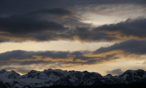 Zdjecie FRANCJA / Rodan-Alpy / Grenoble / czarne chmury nad Belledonne