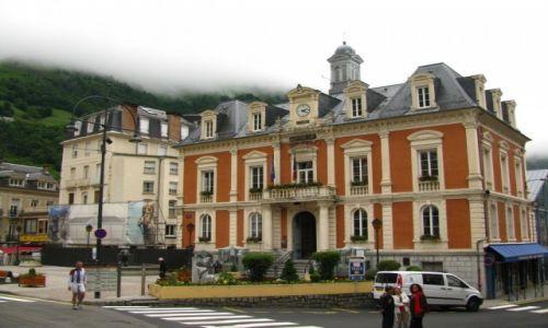 Zdjęcie FRANCJA / Midi-Pyrenees / Cauterets / ratusz