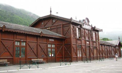 Zdjęcie FRANCJA / Midi-Pyrenees / Cauterets / stary dworzec kolejowy