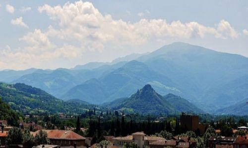 Zdjęcie FRANCJA / Midi-Pyrénées / Pireneje / Foix, widok na Pireneje