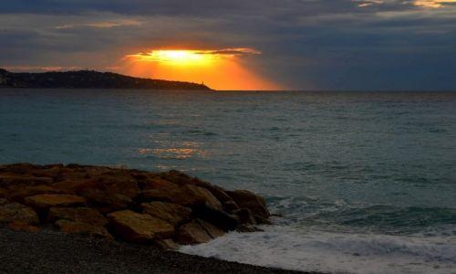 Zdjęcie FRANCJA / Lazurowe Wybrzeże / Nicea / Wschód słońca w Nicei