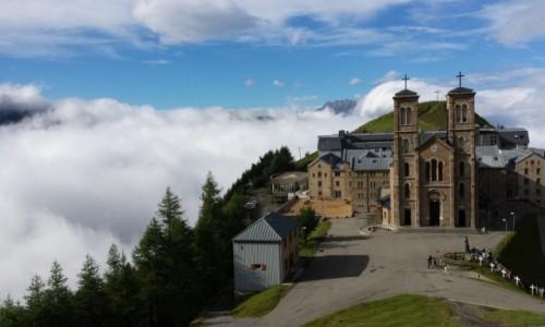 Zdjecie FRANCJA / Alpy / La Salette / La Salette i chmury