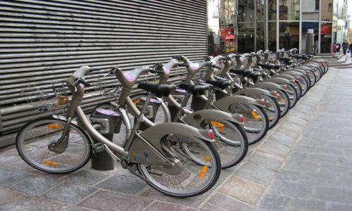 Zdjecie FRANCJA / brak / Paryż / narzędzia cyklistów i komunistów