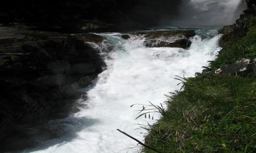 Zdjecie FRANCJA / Pireneje Francuskie / okolice Cauterets / g�rski potok