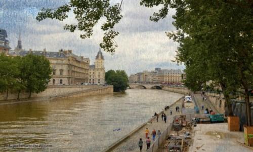 Zdjecie FRANCJA / - / Paryż / Bajkowym spacerem nad Sekwaną