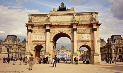 FRANCJA / - / Pary� / Arc du Carrousel - okno na Luwr