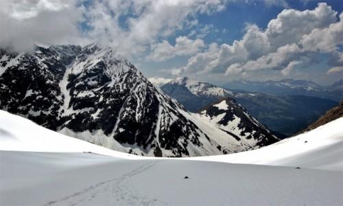 FRANCJA / Alpy Graickie / Desert de Pierre Ronde (Mont Blanc) / Miejsc�wka z widokiem na G�ry