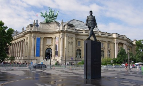 Zdjęcie FRANCJA / Île-de-France / Paryż / Grand Palais i pomnik Charles'a de Gaulle'a